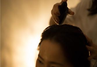 カラー直後のデリケートな頭皮のケアをおこないます。